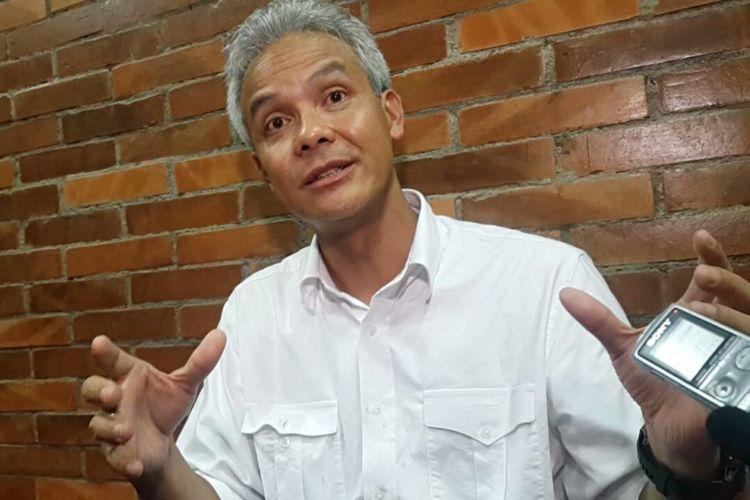 Calon Gubernur Jawa Tengah, Ganjar Pranowo menyampaikan pernyataan dan sikapnya terkait tuduhan menerima uang dari proyek E KTP usai berkampanye di beberapa wilayah Soloraya di Kota Solo, Kamis (22/3/2018) .