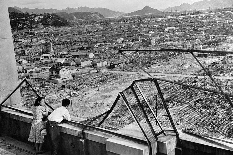 Foto diambil pada kisaran 1948, menunjukkan kondisi Kota Hiroshima yang hancur luluh lantak, beberapa tahun setelah AS menjatuhkan bom atom di kota itu. Pada 73 tahun lalu, Agustus 1945, AS menjatuhkan bom Little Boy di Kota Hiroshima, Jepang, sebagai tahap akhir PD II yang menewaskan lebih dari 120.000 orang. Setelah Hiroshima, Kota Nagasaki menjadi sasaran berikutnya.