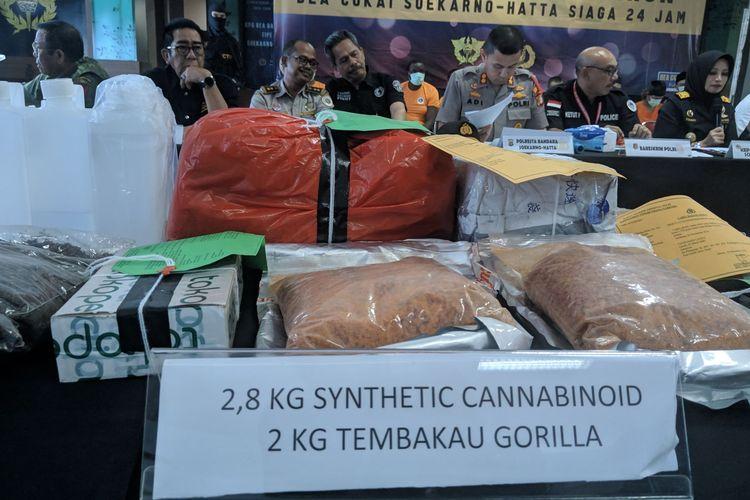 Barang bukti narkotika berupa tembakau gorila kasus penyelundupan Narkotika di Kantor Bea Cukai Bandara Soekarno-Hatta, Senin (23/12/2019)