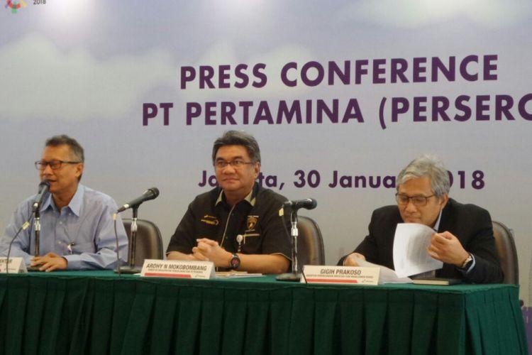 Konferensi pers oleh PT Pertamina (Persero) di kantor pusat Pertamina, Jakarta Pusat, Selasa (30/1/2018). Jajaran direksi yang memberi keterangan (dari kiri ke kanan) Corporate Secretary Syahrial Mukhtar, Direktur Megaproyek Pengolahan dan Petrokimia Ardhy N Mokobombang, serta Direktur Perencanaan Investasi dan Manajemen Resiko Gigih Prakoso.