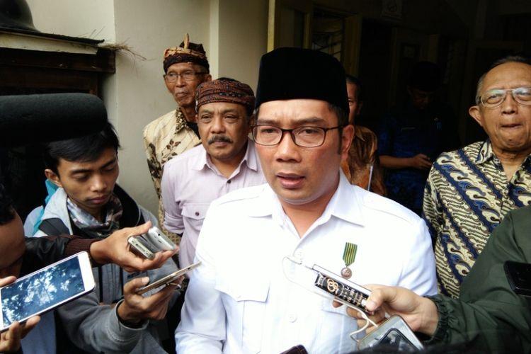 Wali Kota Bandung Ridwan Kamil saat ditemui usai berkunjung ke kantor DPKLTS, Jalan Riau, Jumat (21/4/2017)