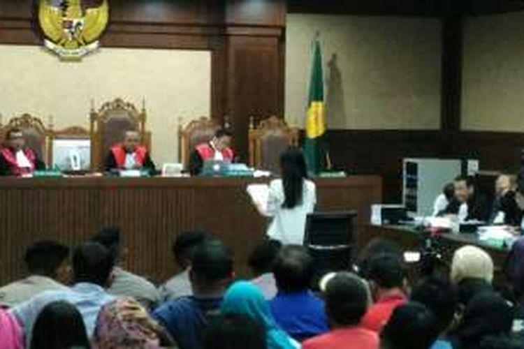 Jessica Kumala Wongso membacakan duplik yang disusunnya dalam persidangan di Pengadilan Negeri Jakarta Pusat, Kamis (20/10/2016).