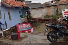 Angkot Jurusan Pulogadung Terjebur Kali di Cakung