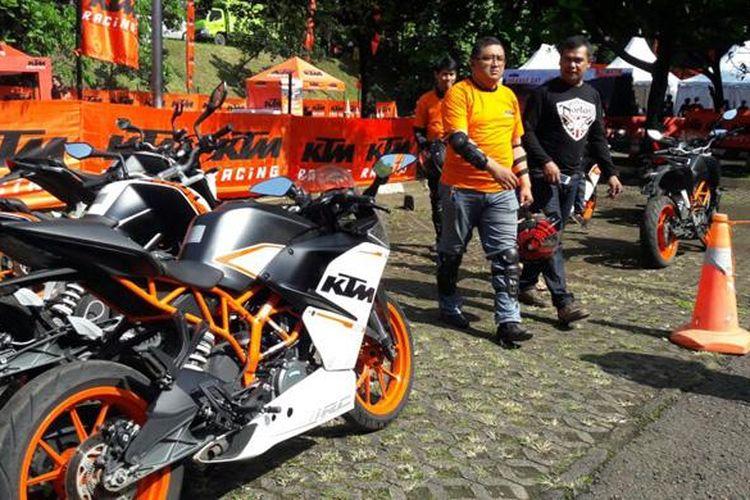 KTM Orange Day di Bandung.