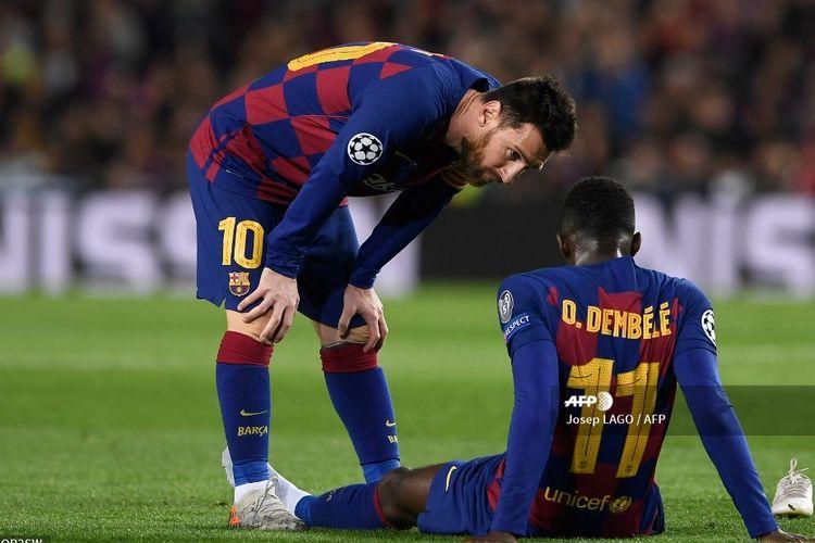 Penyerang Barcelona, Ousmane Dembele, terduduk setelah mengalami cedera robek otot hamstring pada laga Liga Champions kontra Borussia Dortmund di Stadion Camp Nou pada 27 November 2019.