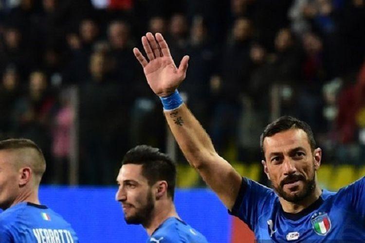 Penyerang Italia, Fabio Quagliarella (kanan), berselebrasi setelah mencetak gol lewat penalti saat pertandingan Grup J Kualifikasi  Euro 2020 antara Italia vs Liechtenstein pada 26 Maret 2019 di Stadion Ennio-Tardini di Parma.