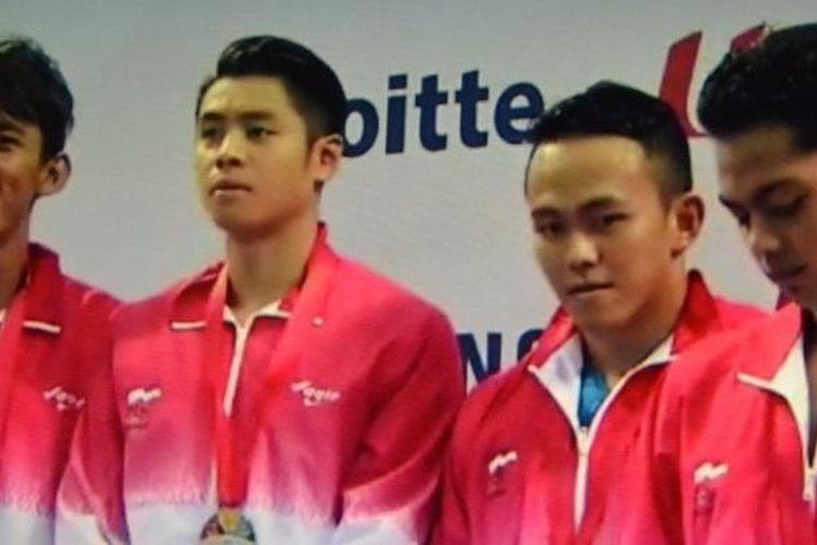 Dominasi tim esatfet 4x100 meter gaya ganti Indonesia setelah 2009-2013, patah di Singapura. Tim terdiri dari Triady Fauzi Sidiq, Glenn Victor Sutanto, Indra Gunawan dan Gde Siman Sudartawa.