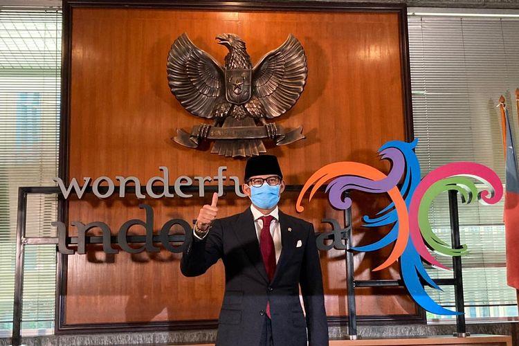 Menteri Pariwisata dan Ekonomi Kreatif Sandiaga Uno dalam konferensi pers usai usai melakukan upacara serah terima jabatan (sertijab) di Gedung Sapta Pesona Kantor Kemenparekraf RI, Jakarta, Rabu (23/12/2020).