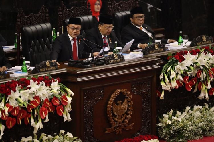 Ketua MPR Zulkifli Hasan memberikan pidato pada sidang tahunan Majelis Permusyawaratan Rakyat Republik Indonesia Tahun 2017di Kompleks Parlemen, Senayan, Jakarta, Rabu (16/8/2017).