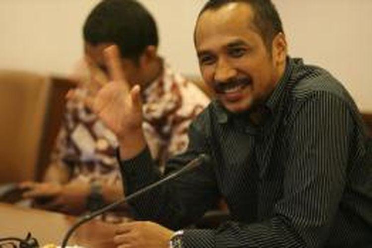 Ketua Komisi Pemberantasan Korupsi terpilih, Abraham Samad (kanan), saat berkunjung ke Redaksi Harian Kompas di Jakarta, Rabu (7/12/2013).