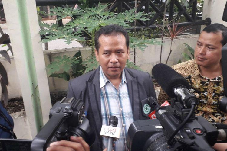 Kepala Bidang Komunikasi dan Informasi MUI DKI Jakarta Faiz Rafdi memberikan keterangan kepada wartawan di Kantor Bawaslu DKI Jakarta, Senin (11/3/2019).