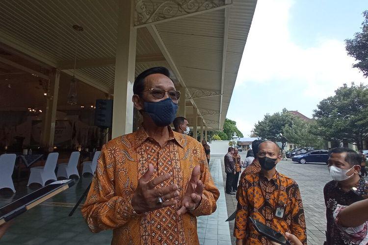 Gubernur DIY, Sri Sultan HB X saat ditemui di Banhsal Kepatihan, Kota Yogyakarta, menjealskan soal 3 daerah muncul zona merah, Senin (3/4/2021)