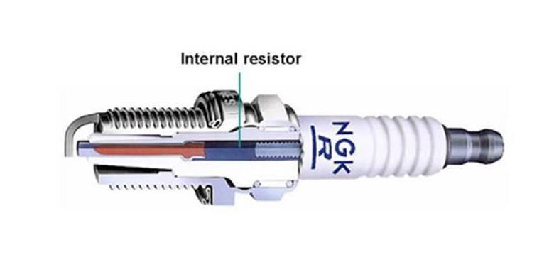 Resistor pada busi berfungsi untuk meredam gelombang elektromagnetik yang bisa merusak on board unit kendaraan.