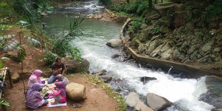 Sungai Cidomas Purwakarta