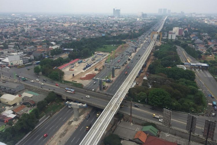 Dua pekerjaan konstruksi di Tol Jakarta-Cikampek, yaitu Light Rail Transit (LRT) dan Tol Jakarta-Cikampek II (Elevated).