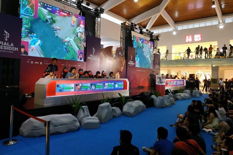 Suasana pertandingan Piala Presiden Esports 2019 di Bali Galeria Mal, Sabtu (9/2/2019).