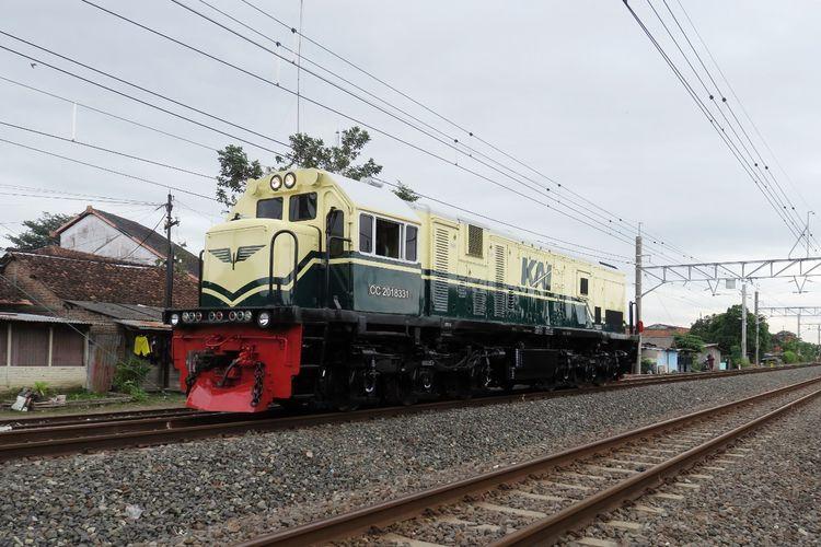 Unit lokomotif CC 201 yang diberi livery lokomotif 1953-1991 (dok. PT Kereta Api Indonesia).