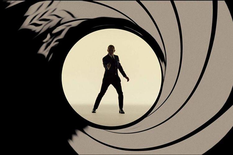 Aktor asal Inggris Daniel Craig sebagai James Bond.