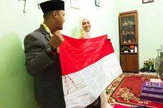 Pasangan Ini Menikah dengan Maskawin Bendera Merah Putih