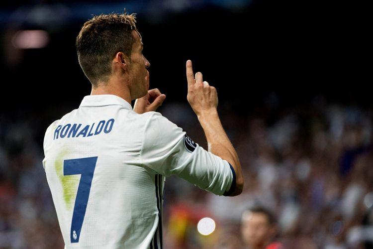 Cristiano Ronaldo merayakan gol Real Madrid ke gawang Atletico Madrid pada partai pertama semifinal Liga Champions di Stadion Santiago Bernabeu, Selasa (2/5/2017).