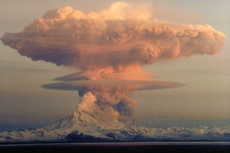 Foto letusan gunung Redoubt