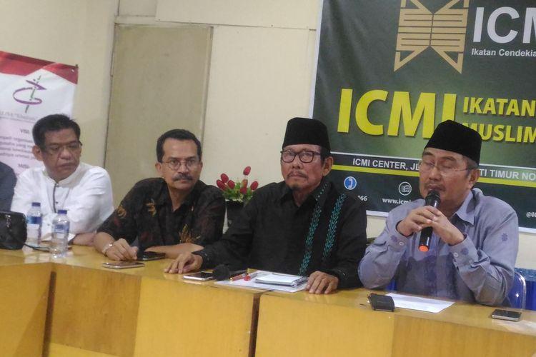 Ketua Ikatan Cendekiawan Muslim se-Indonesia (ICMI), Jimly Asshddiqie, di kantor ICMI, Jakarta Selatan, Senin (22/4/2019).