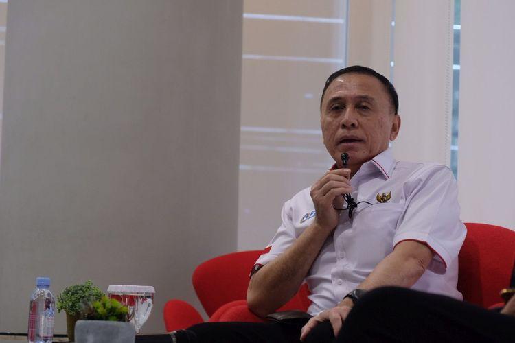 Ketua Umum PSSI, Mochamad Iriawan, berbicara saat memberikan pemaparan mengenai kondisi sepak bola nasional kepada wartawan Grup Kompas di Menara Kompas, Jakarta, pada Kamis (2/7/2020).