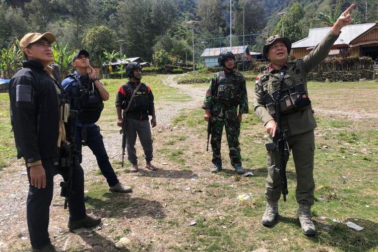 Kepala Operasi (Kaops) Nemangkawi Polri, Brigjen Pol Rocyke Harry Langie dan Kaops Nemangkawi TNI, Brigjen TNI Tri budi Utomo memimpin langsung pemulihan situasi kamtibmas di Distrik Beoga, Kamis (15/4/2021)