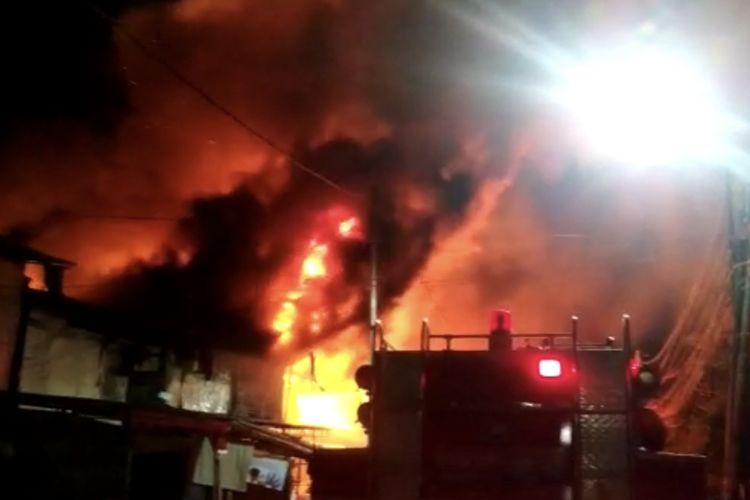Kebakaran di Jalan Citarum Atas RT 018 RW 01, Cideng, Gambir Jakarta Pusat pada Minggu (14/3/2021) dini hari.