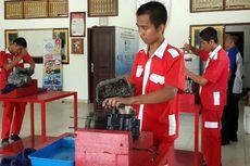 Bendung Pekerja Asing, AHM Bantu Kembangkan SMK