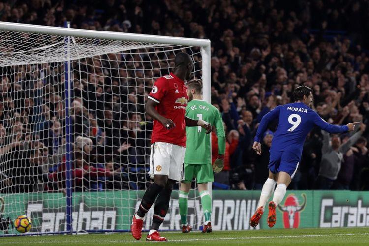 Alvaro Morata mencetak gol kemenangan Chelsea atas Manchester United pada pertandingan Premier League di Stadion Stamford Bridge, Minggu (5/11/2017).