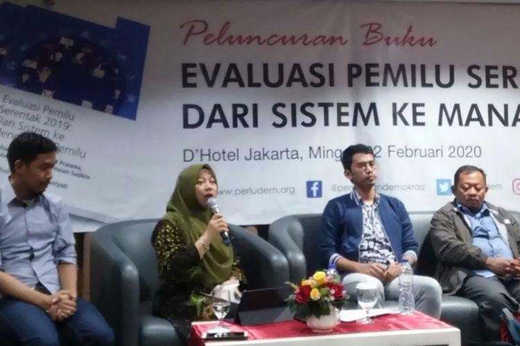 Direktur Eksekutif Perludem Titi Anggraini saat berbicara dalam perilisan buku berjudul Evaluasi Pemilu Serentak 2019: Dari Sistem ke Manajemen Pemilu di kawasan Jalan Sultan Agung, Jakarta Pusat, Minggu (2/2/2020).