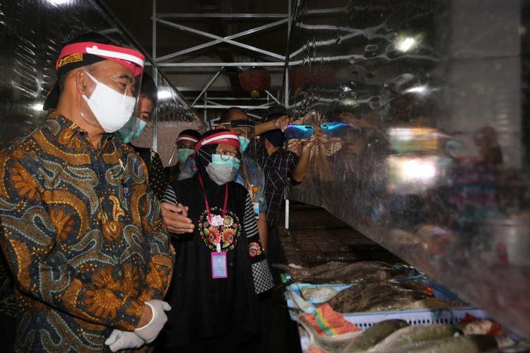 Menko PMK Muhadjir Effendy saat meninjau penerapan protokol kesehatan di Pasar Genteng Baru, Surabaya, Jawa Timur, Kamis (25/6/2020).