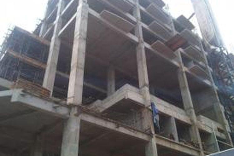 Dibangun di atas lahan seluas 4000 meter persegi, setinggi 10 lantai dan 2 basement, The Bellevue Radio Dalam mengandalkan kedekatan jarak dengan koridor bisnis baru TB Simatupang dan Jakarta Outer Ring Road (JORR).