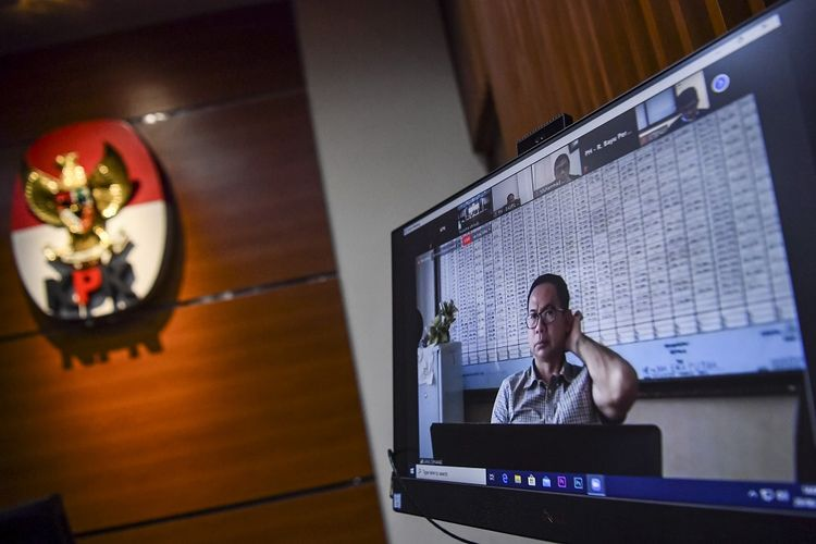Terdakwa kasus tindak pidana pencucian uang dan korupsi Tubagus Chaeri Wardana menjalani sidang tuntutan yang disiarkan secara live streaming di Gedung KPK, Jakarta, Senin (29/6/2020). ANTARA FOTO/Nova Wahyudi/pras.