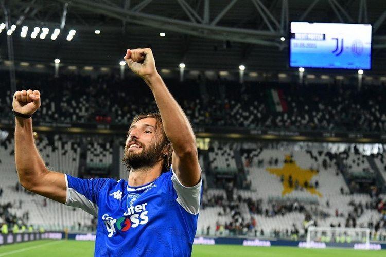 Pemain Empoli, Leonardo Mancuso, merayakan kemenangan timnya, Empoli seusai mengalahkan Juventus di Stadion Allianz, Turin, pada 28 Agustus 2021.