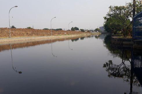 Air Kali Bekasi Menghitam dan Tercium Bau Tak Sedap