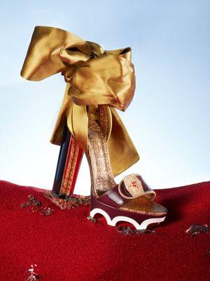 Sepatu Chritian Louboutin yang terinspirasi karakter Rose Tico.