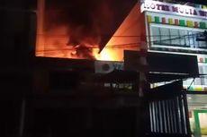 Bengkel Motor Sebelah Hotel Terbakar Hebat, Tamu Panik hingga 7 Mobil Damkar Dikerahkan
