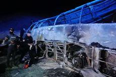 Bus di Mesir Terbalik dan Terbakar saat Berusaha Salib Truk, 20 Orang Tewas