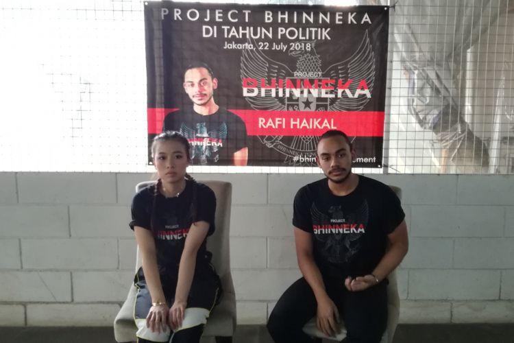 Putra Ketua MPR Zulkifli Hasan, Rafi Haikal (kanan), dan pemain Violin Michelle Layanto (kiri) mengajak anak-anak muda untuk menjaga keberagaman jelang tahun politik di 2019. Ia mengajak anak-anak muda Indonesia yang berminat di bidang seni untuk bergabung di gerakan Bhinneka Movement.