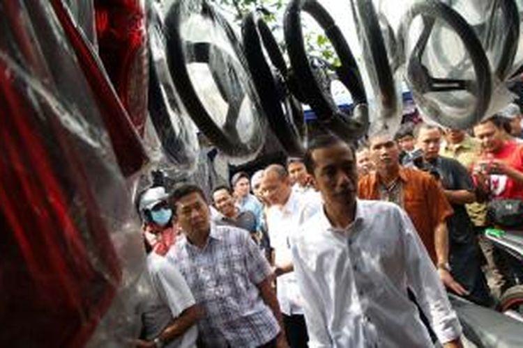 Presiden terpilih 2014-2019 Joko Widodo berkunjung ke Pasar Notoharjo, Solo, Jawa Tengah, Sabtu (26/7/2014) siang.