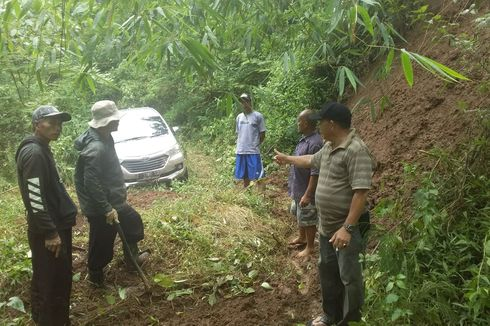 Sederet Kisah Mobil yang Tersesat: di Hutan sampai Perkampungan