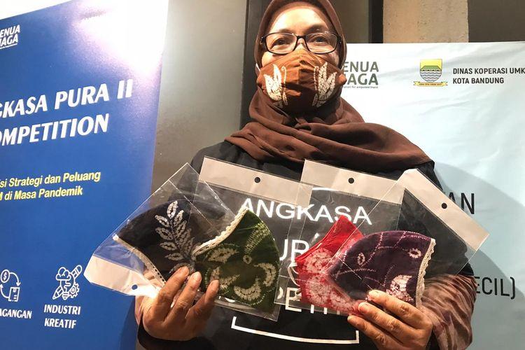 Imas Soemaryani, pemilik Bandung Batik Shibori (BBS).