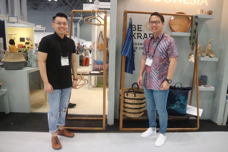 Pendiri brand Kayou, Alexandre Alvin (kiri) dan Indra Sidharta (kanan), dalam pameran internasional New York Now di Manhattan, New York, Rabu (15/8/2018).