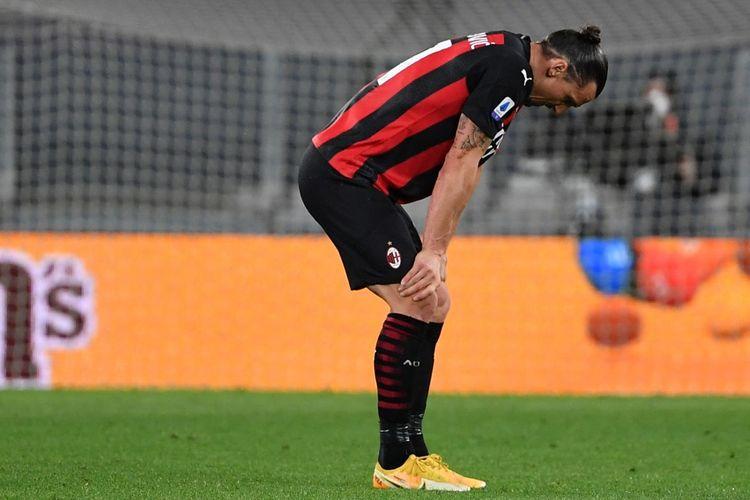 Reaksi Zlatan Ibrahimovic usa menerima cedera lutut pada laga giornata ke-35 Liga Italia 2020-2021, Juventus vs AC Milan, di Stadion Allianz, 9 Mei 2021.