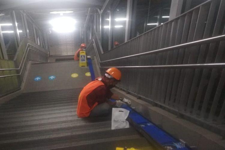 MRT Jakarta lakukan perbaikan fasilitas akses jalur sepeda non lipat di lingkungan MRT