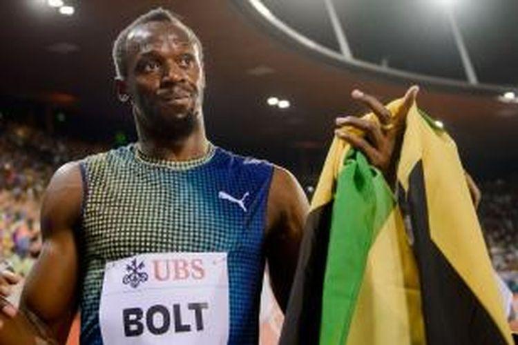 Pelari Jamaica, Usain Bolt merayakan kemenangannya di nomor 100 meter pada Diamond League Athletics, di Weltklasse, Kamis (29/8/2013).