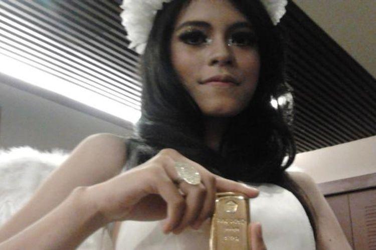 Emas 500 Gram, salah satu varian emas batangan yang dijual di butik emas ANTAM. Emas ini dipertontontonkan di pembukaan Butik Emas ANTAM di Balikpapan.