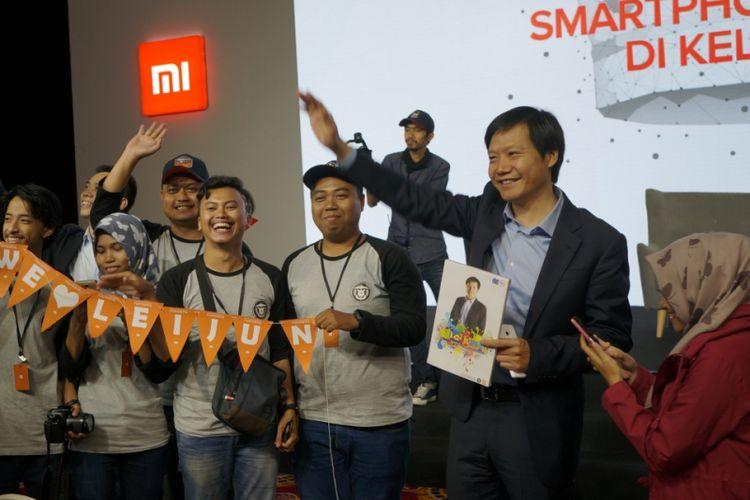 CEO Xiaomi, Lei Jun berforo bersama Mi Fans di Indonesia, usai peluncuran Redmi 5A di Jakarta, Rabu (20/12/2017).